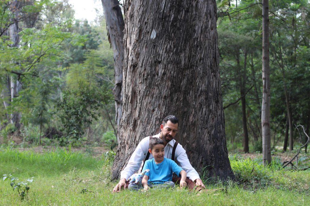 Vater und Sohn reden über ihre Erfahrungen