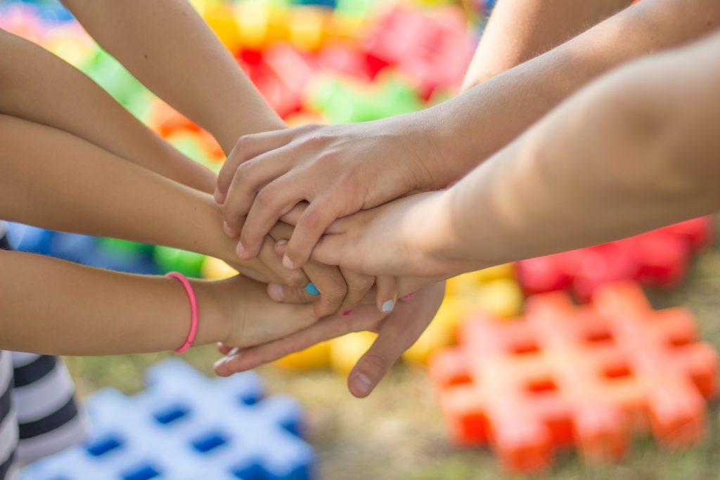 Gemeinsam schaffen die Kinder Alles.
