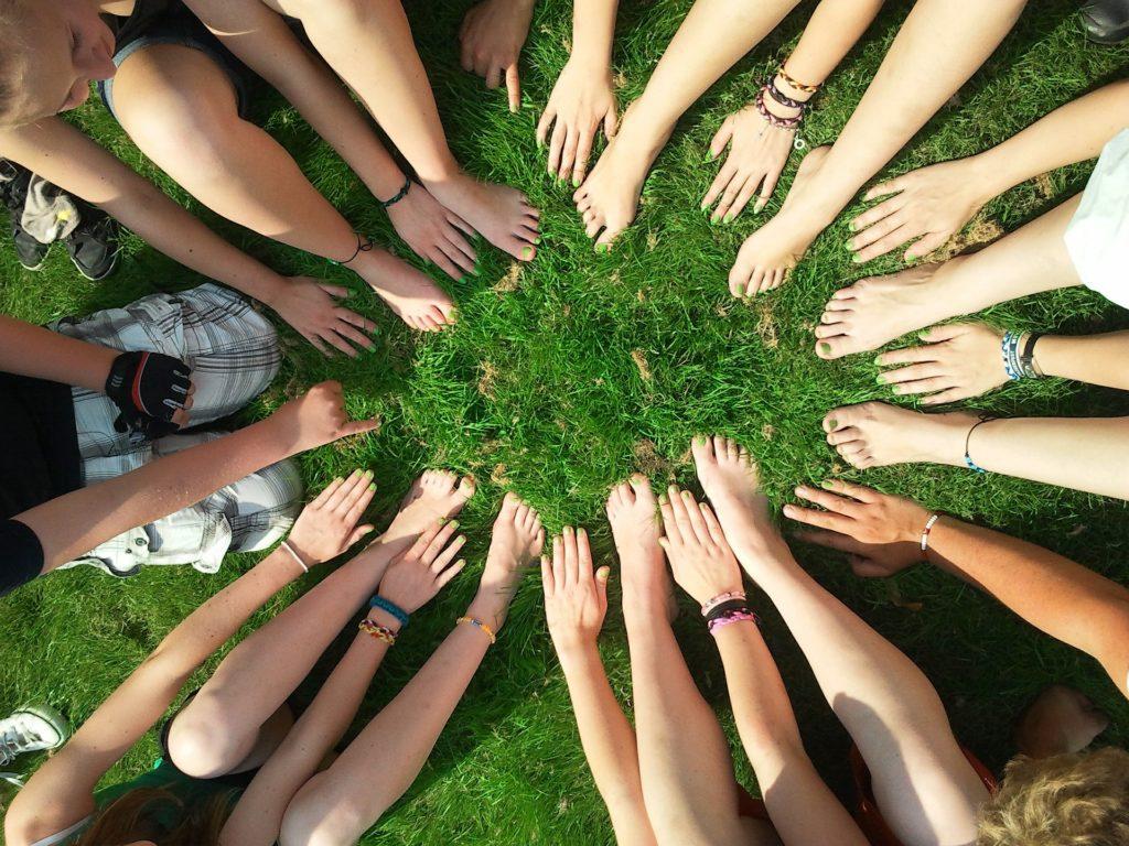 Grüne Nägel stärken die Gruppe.