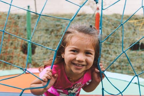 Neue Plätze und Gegenden erkunden sorgt für volle Begeisterung bei den Kindern.