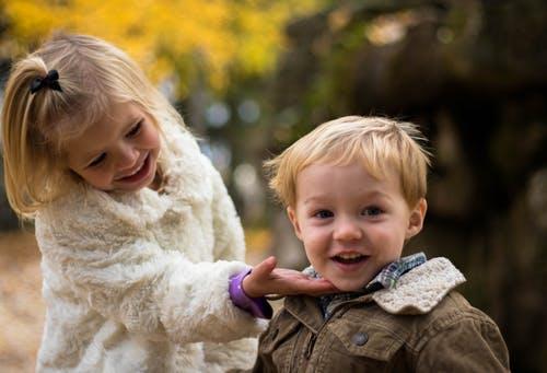 Tolle gemeinsame Ferien können Geschwister gemeinsam erleben.