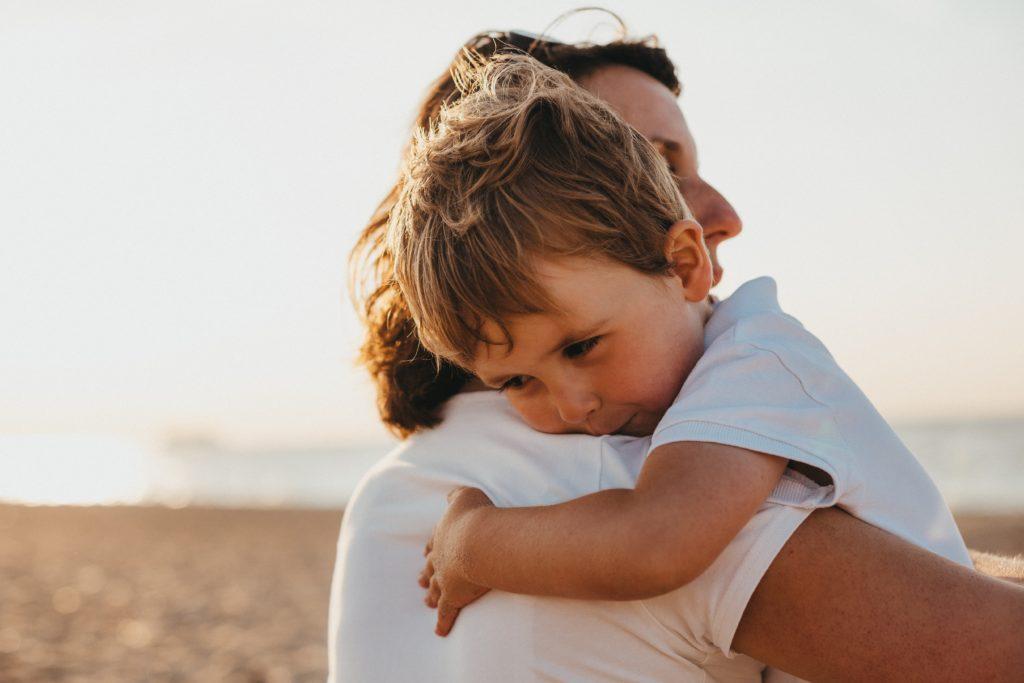 Die Vereinbarkeit von Beruf und Familie fällt vielen Eltern schwer. Aus diesem Grund leiden sie unter einem permanenten Gefühl der Zeitnot und Überforderung.